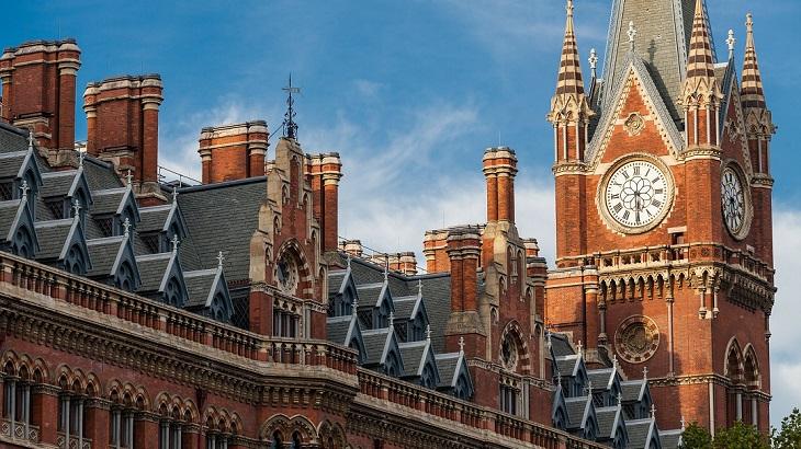 England to Shorten Quarantine for Incoming Travelers