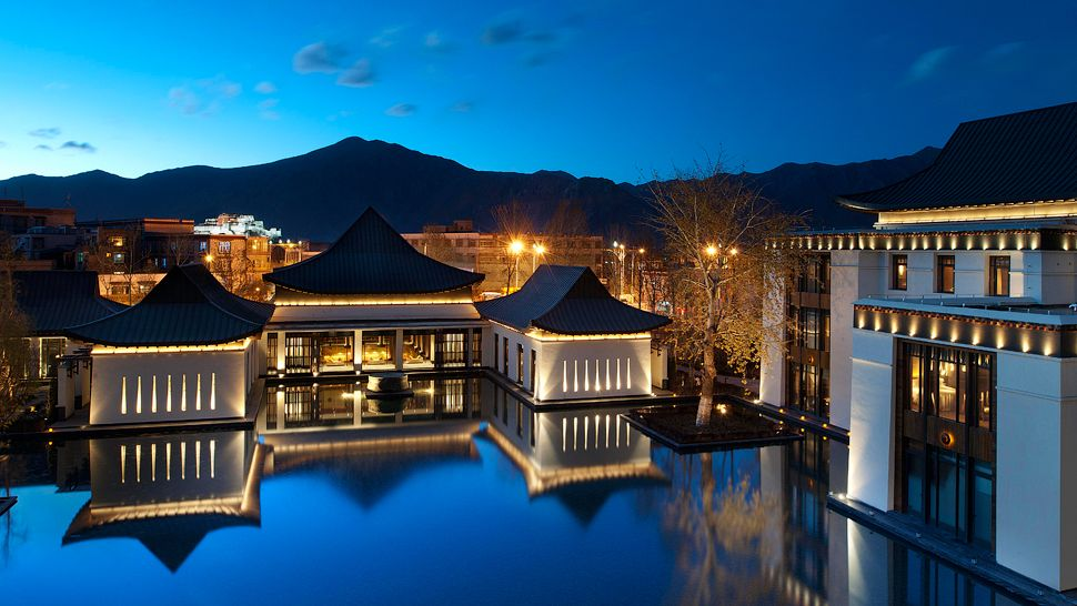 St. Regis Lhasa: Garden Night Potala Palace View
