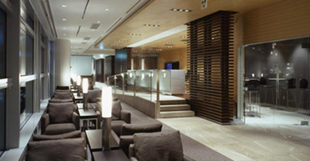The new Star Alliance lounge at LAX has space for nearly 400 people.