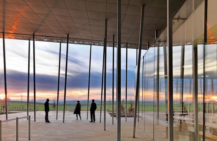 Matchstick-like pillars mark this ultra-modern building.