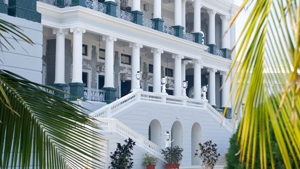 Taj Falaknuma Palace: hotel exterior
