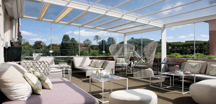 The private terrace to welcome your friends.