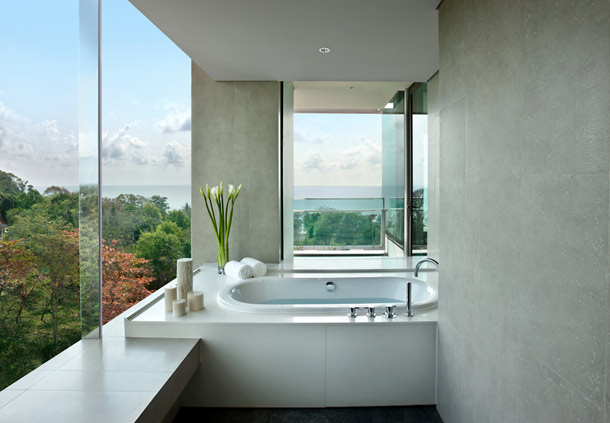 A Studio Spa Suite bathtub.