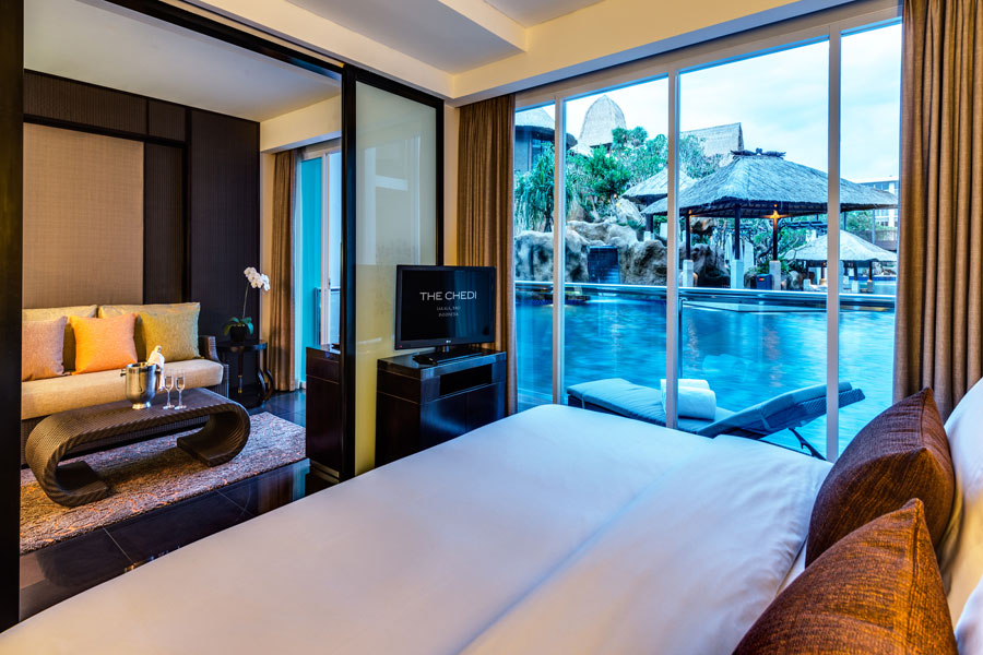 The Cabana Suites offer swim-up pool access.