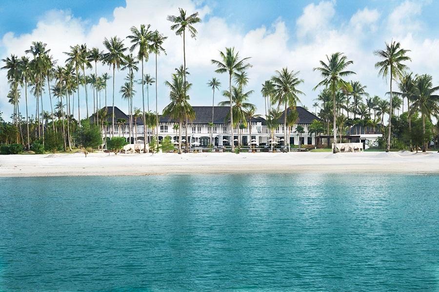 The pristine beachfront at The Sanchaya.