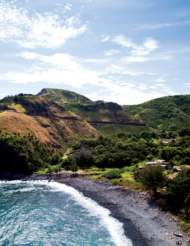 The tortuous Kahekili Highway winds past beautiful coastal scenery, including the tiny seaside village of Kahakuloa.