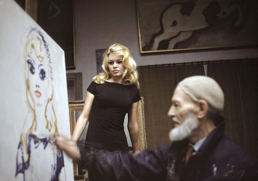 Kees Van Dongen painting a posing Brigitte Bardot.