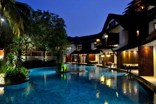 The Villa Samadhi pool by night.