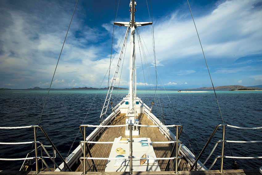 Alexa is a Flores-based schooner designed to carry just one couple at time.