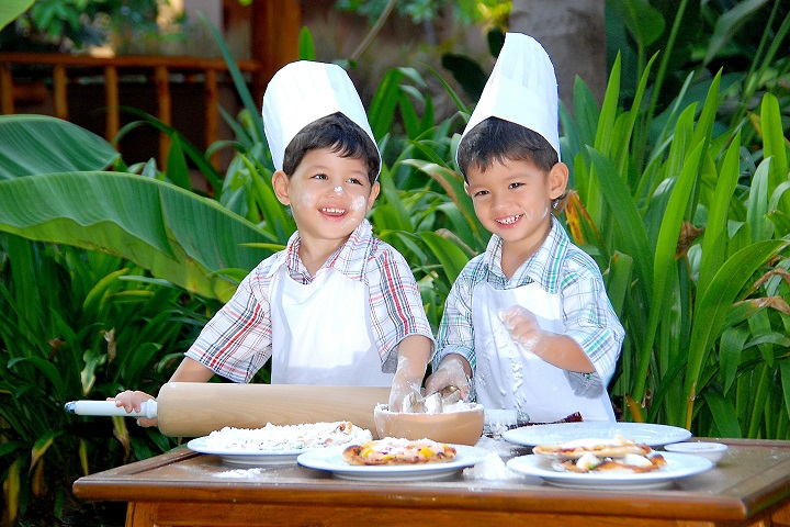 Kids can take a kids' cooking class during their stay.