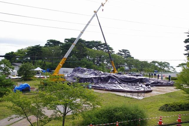 Constructing the Ark Nova.