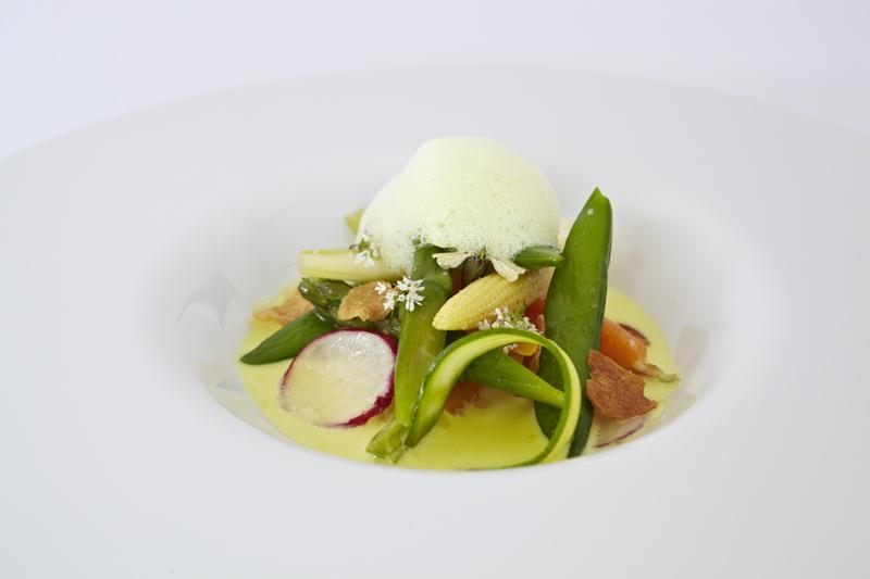 The bedugul-style organic vegetable salad at Mejekawi.