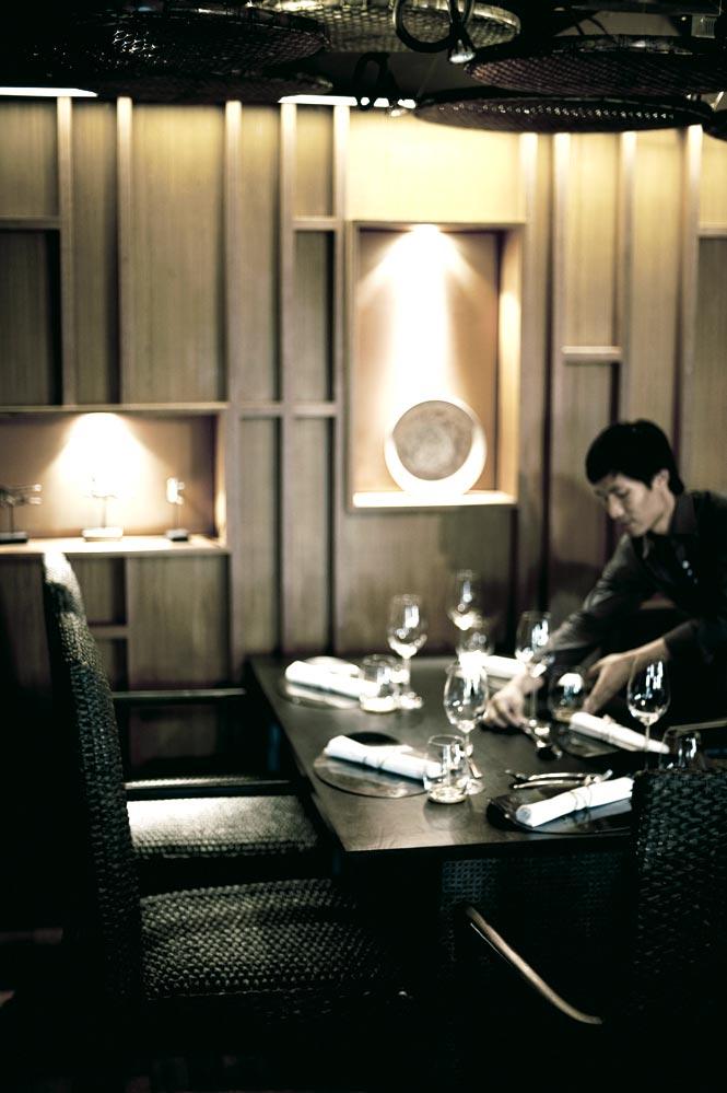 Setting tables at Bo.lan.