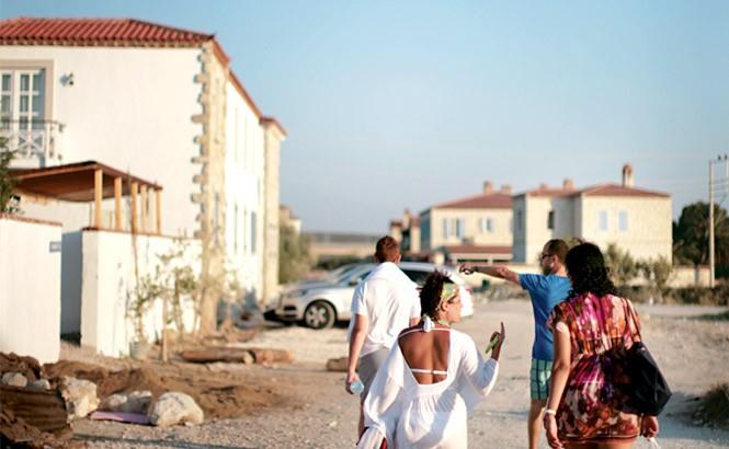 Beach-bound near the low-key resort town of Alaçatı.
