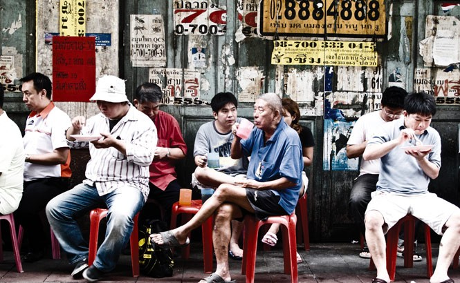 A sidewalk curry stop in Bangkok's Chinatown