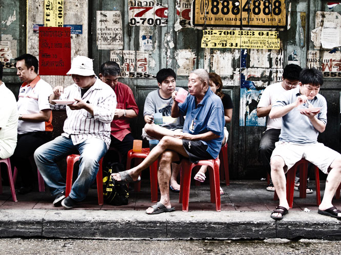 A sidewalk curry stop in Bangkok's Chinatown.