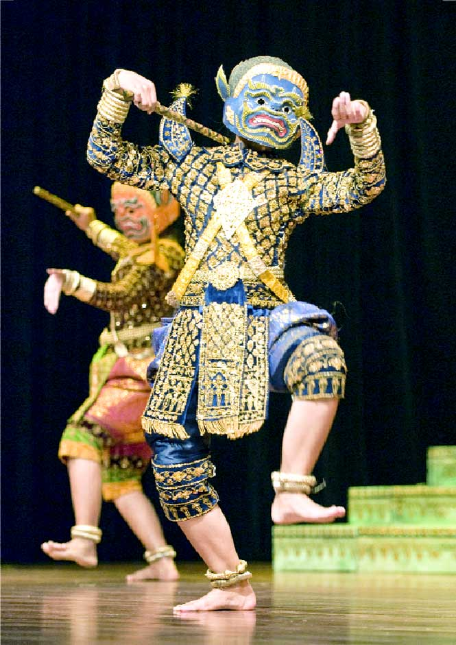 A scene from the classic Khmer dance Preah Samuth.