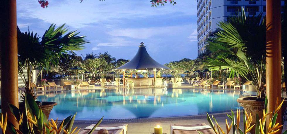 The Fairmont Singapore pool.
