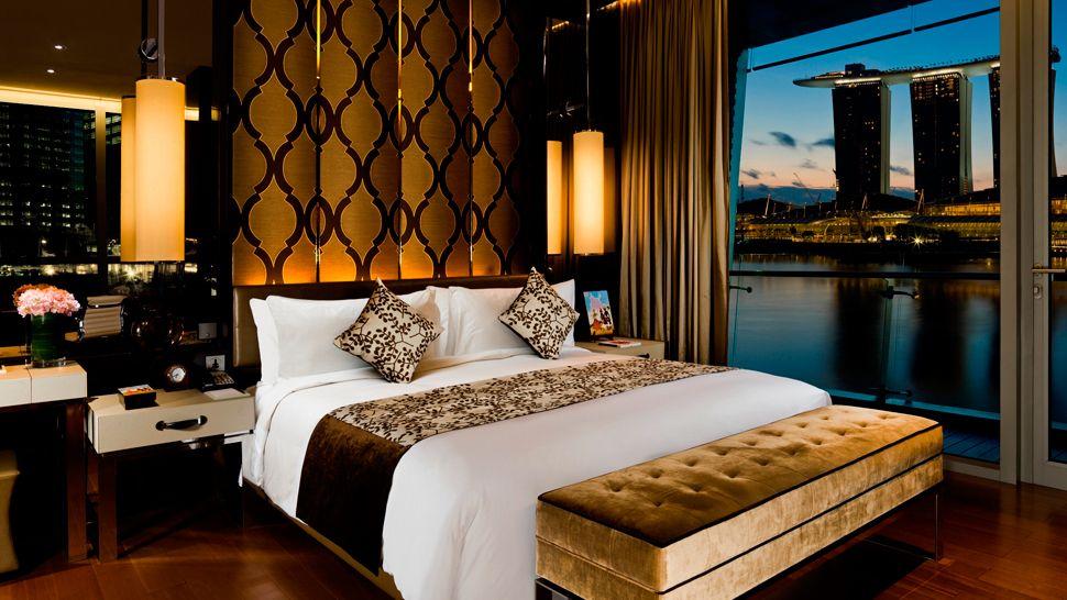 fullerton-bay-hotel-Shenton-Suite-Bedroom