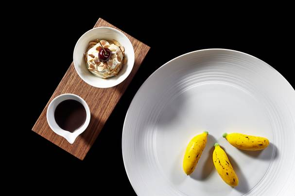 A delicate banana split dessert.