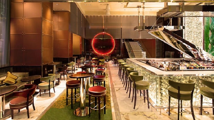 Mo Bar specializes in fresh, organic food, offering an all-day dining and delicious cocktails.