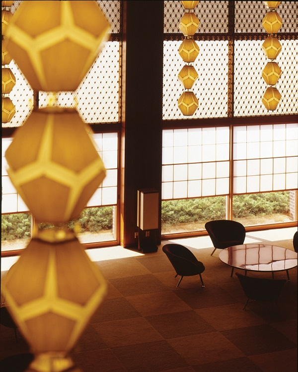 Pendant lamps still hang in the Okura's lobby, though not for much longer.