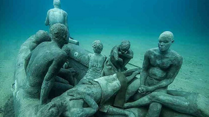 The Raft of Lampedusa portrays 13 refugees on a sculpted boat.  (Photo: Jason deCaires Taylor)