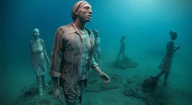 Taylor uses human sculptures as a way of generating social awareness about the loss of ecosystems. (Photo: Jason deCaires Taylor)