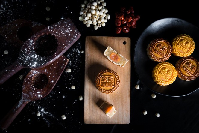 White lotus seed and egg yolk mooncakes