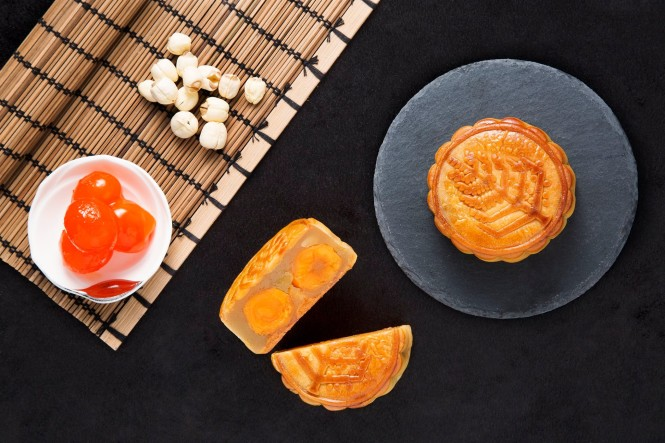 White lotus seed paste and egg yolk mooncakes