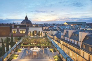 Paris hotels royal-mandarin-suite-terrace_lg