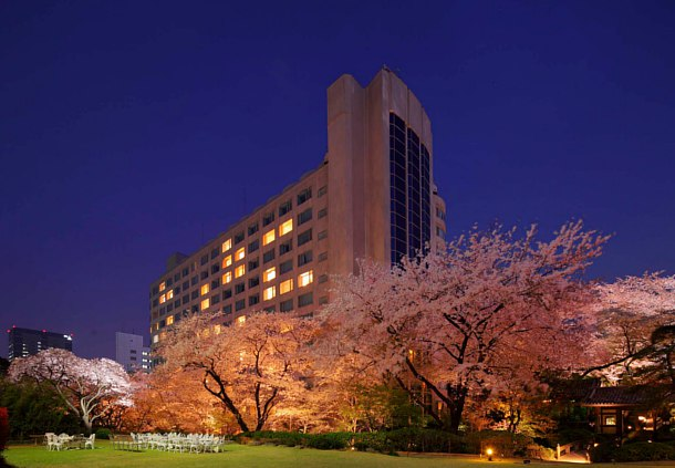 The exterior of the Prince Sakura.