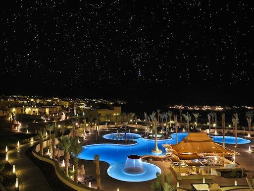 The amorphous swimming pool at Qasr Al Sarab Desert Resort by Anantara.