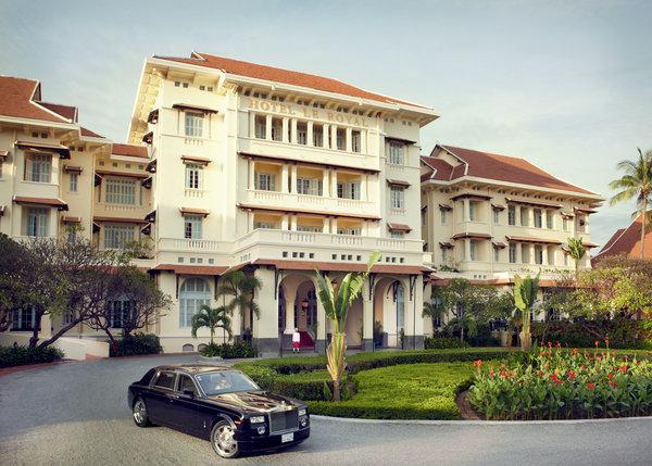 The grand entrance of Raffles Hotel Le Royal.