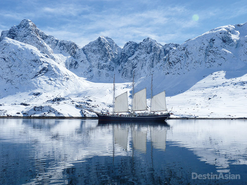 The Rembrandt van Rijn in the icy waters off Maniitsoq.