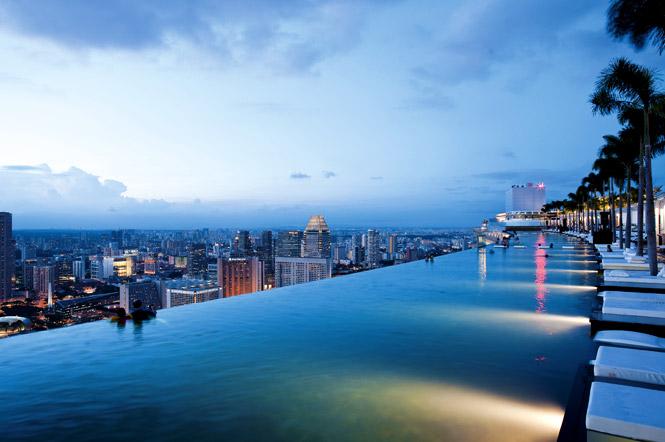 The beautiful view from atop marina bay sands destinasian - Singapore hotel piscina ...