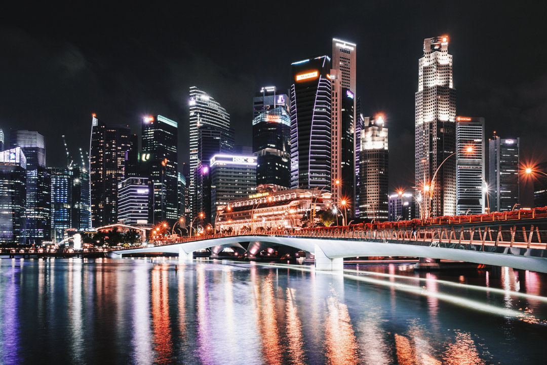 Glittering nighttime views of the Lion City. (Photo: Sebastian Pichler)