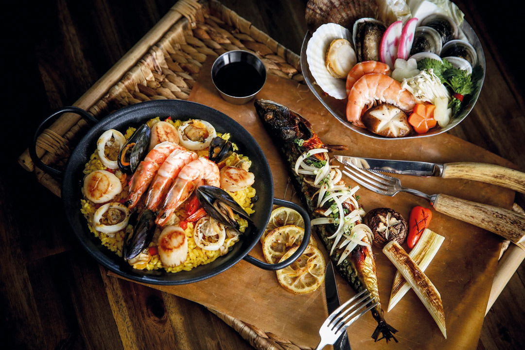 SMT Seoul offers everything from Korean seafood and Japanese soba to paella, burgers, and steak.