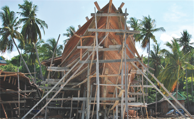 Sulawesi travel: Boatbuilding in Bira.