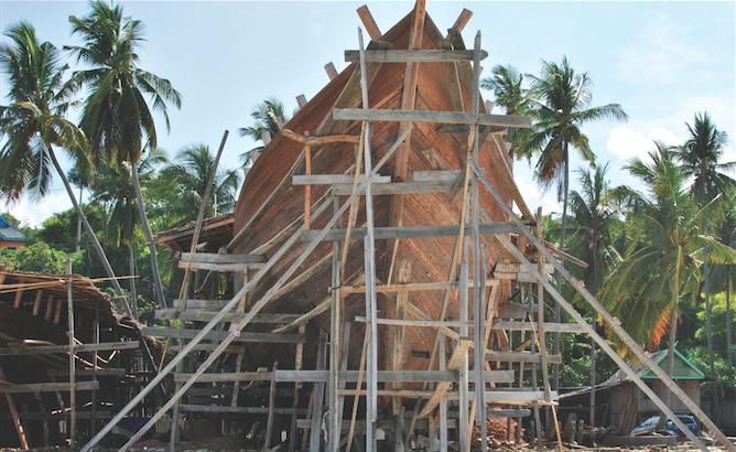 Sulawesi travel: Boatbuilding in Bira.