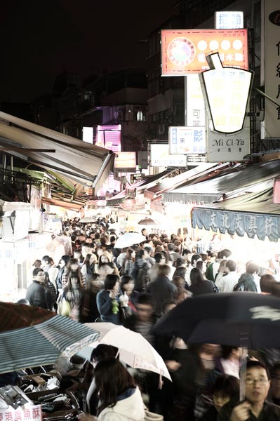 Hungry crowds throng the Shida Night Market.