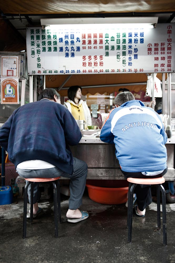 A Shida Night Market beef-noodle stall.