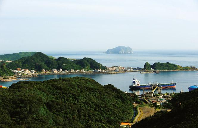 Pacific Ocean views along the island's northeast coast.