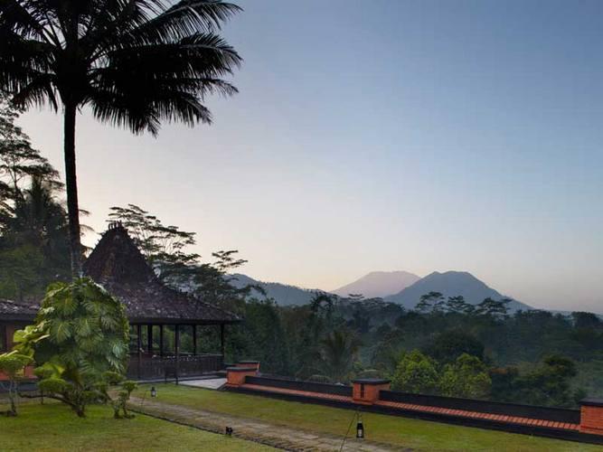 Volcano views at MesaStila.