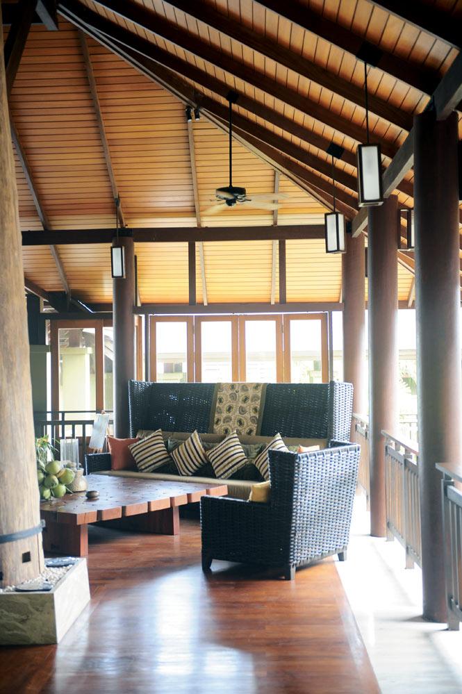 The Anantara Si Kao's lobby.