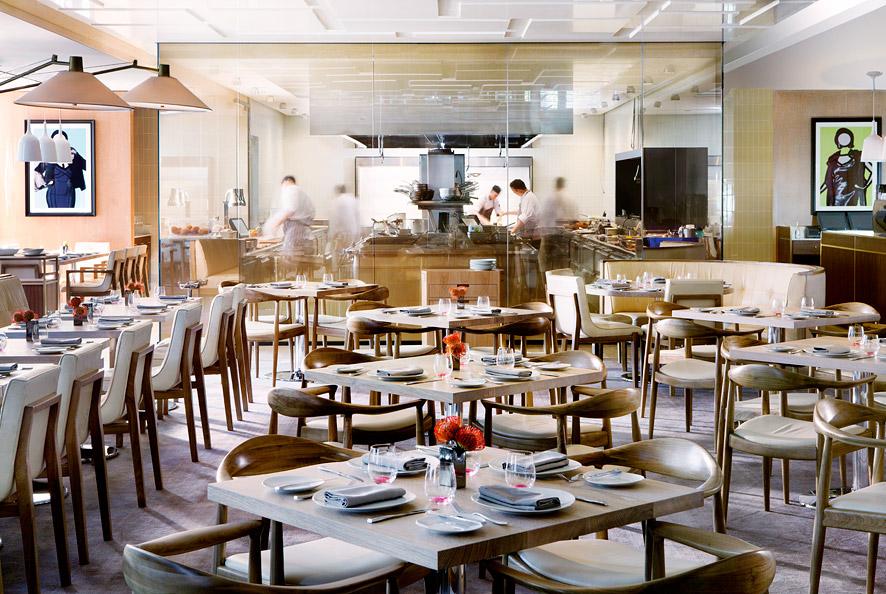 The hotel's bustling Travelle restaurant serves Mediterranean-inflected dishes.
