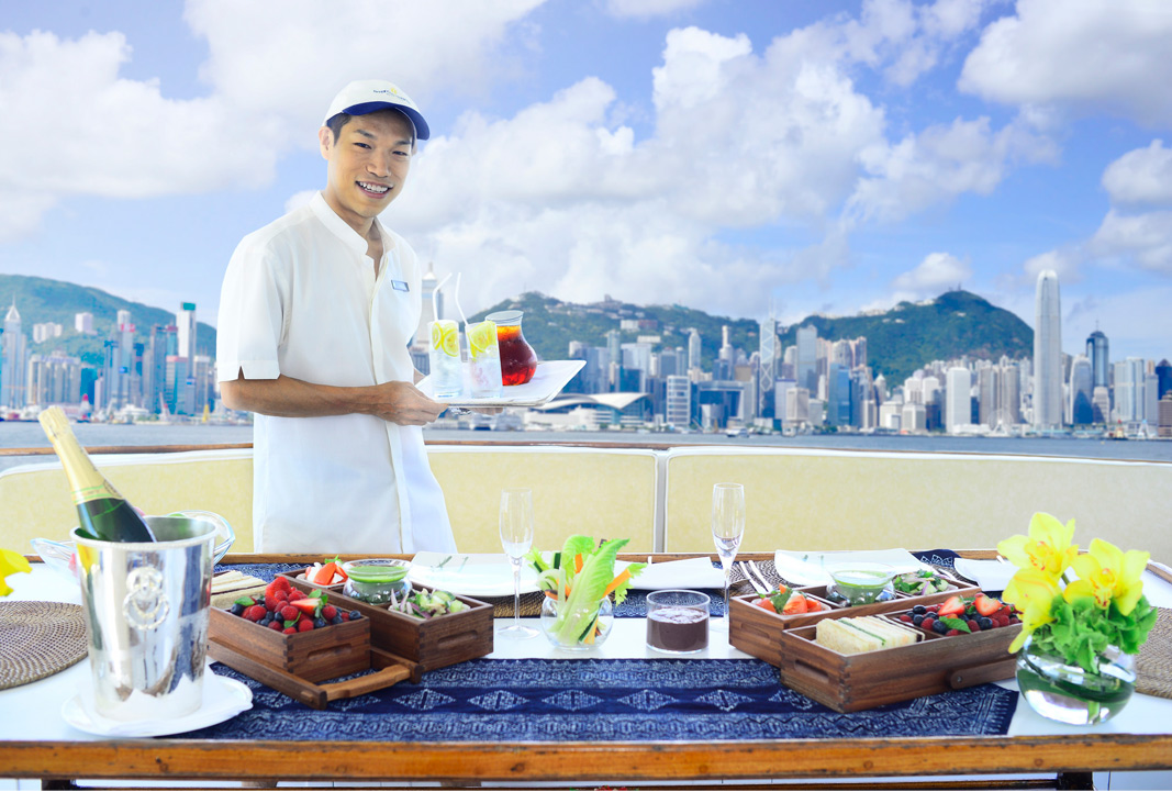 A mouthwatering picnic on board a harbor cruise.