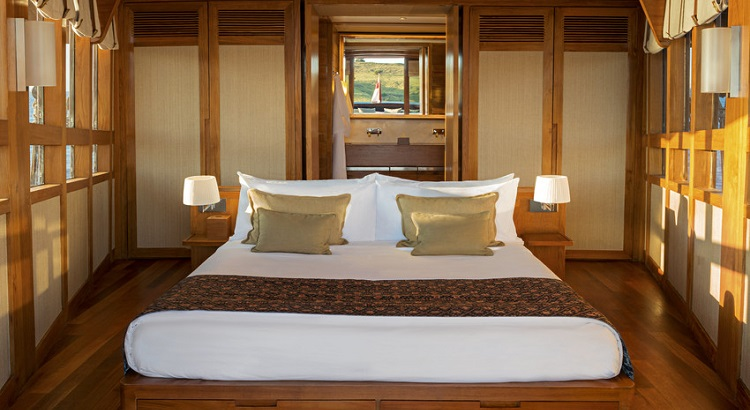 Amandira's master cabin is the only cabin located on the upper deck.
