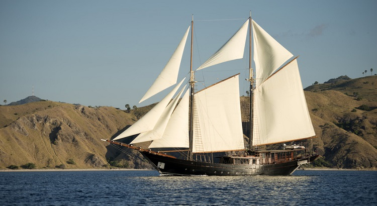 The Amandira offers guests the option to sail around the isles of the Komodo National Park and and the more remote Raja Ampat archipelago.